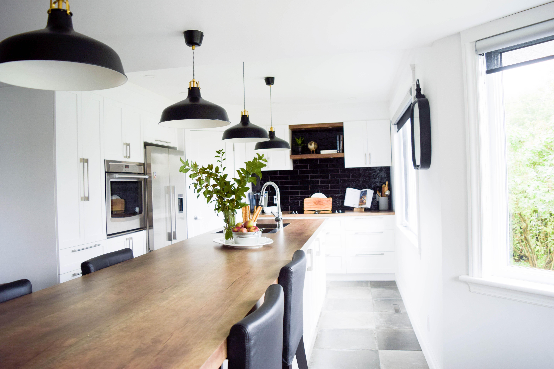 cuisine blanche shaker classique lumineux bois familiale moderne noir -1