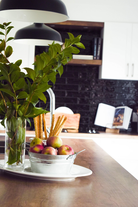cuisine blanche shaker classique lumineux bois familiale moderne noir -5