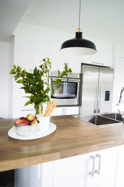 cuisine blanche shaker classique lumineux bois familiale moderne noir -6