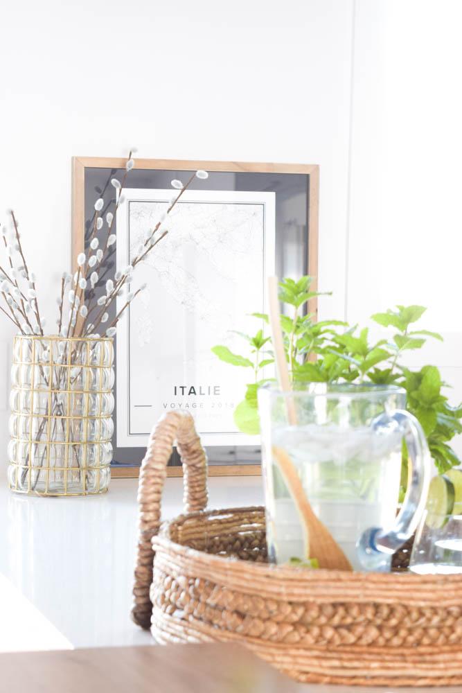 cuisine noir bois blanc quartz lumineux laiton
